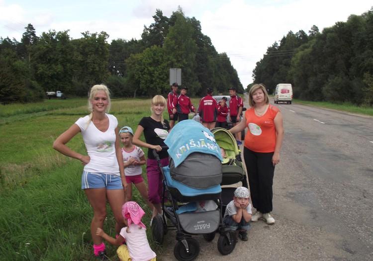"""Jelgavas māmiņu klubs piedalījās skrējienā """"Apkārt Latvijai """""""