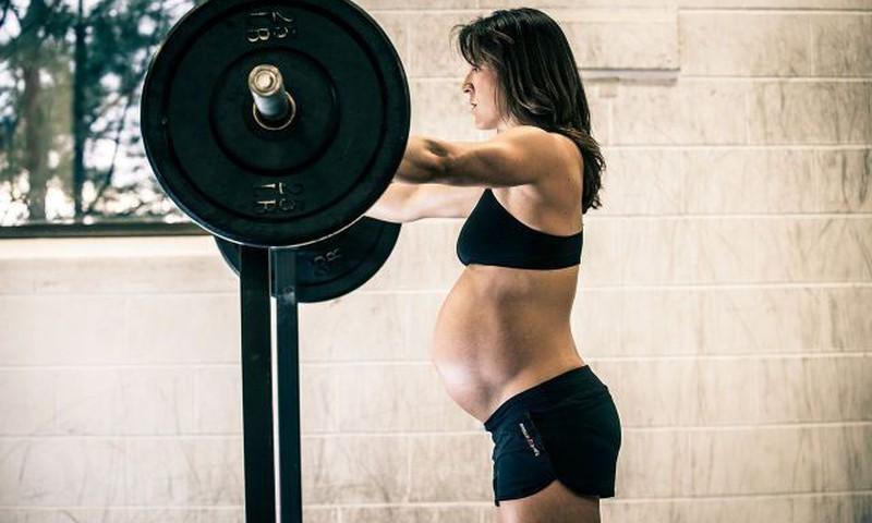 Vingra grūtniece un atkal formā pēc dzemdībām. Kā pareizi rīkoties, nekaitējot sev un mazulim