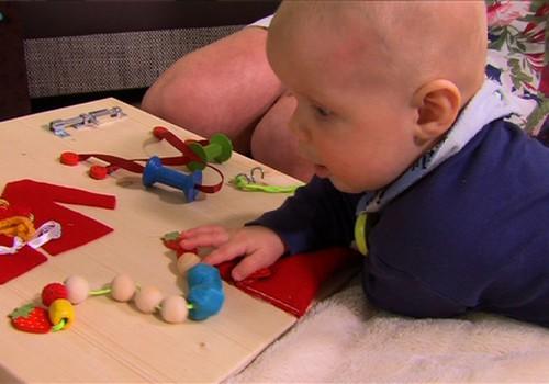 VIDEOpamācība: kā pašiem pagatavot aktivitāšu dēli bērna attīstībai