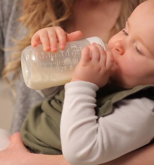 Jautā ārstam: Kā izvēlēties mazulītim pudelīti?