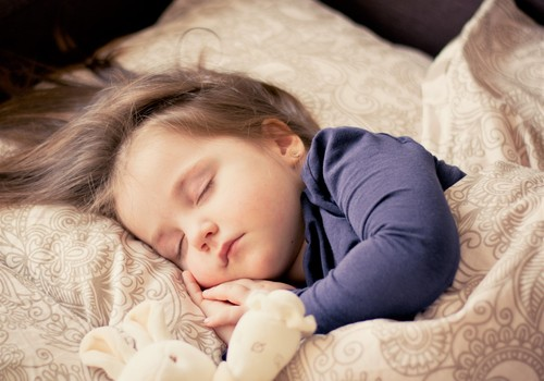 Tavs bērns slapina gultā? Jautā mūsu speciālistiem, saņem atbildes un laimē!
