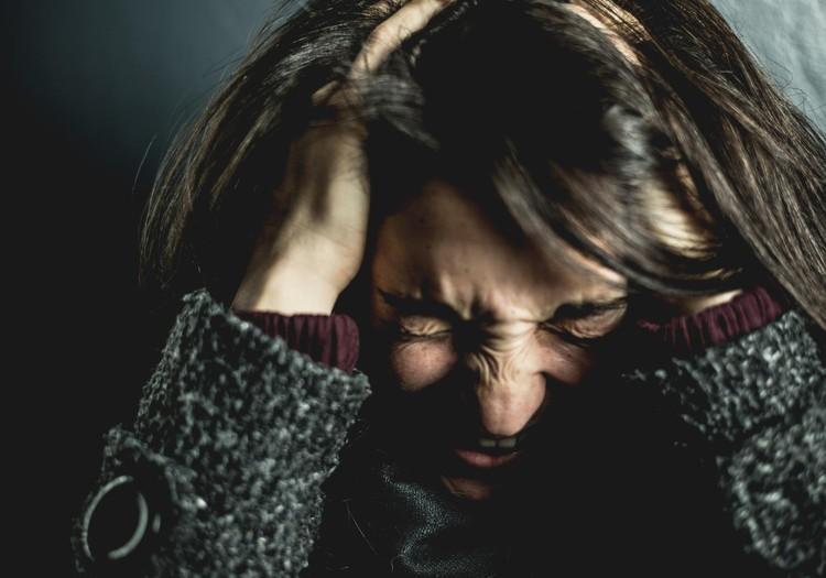 Neredzama slimība, kas cilvēkus mēdz padarīt pat par invalīdiem – migrēna