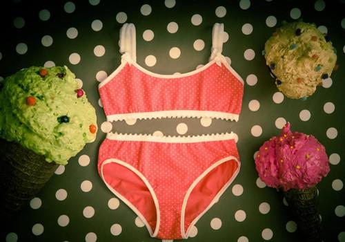 """Izlozēta """"My first lingerie"""" konkursa uzvarētāja"""