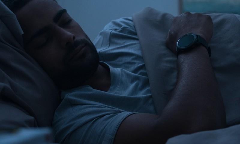 Vakarā nevaru aizmigt, bet no rītiem piecelties? Analizē savu miegu pats!
