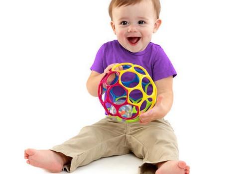 Ar Oball attīstošajām rotaļlietām vari palīdzēt mazulim attīstīt sīko motoriku