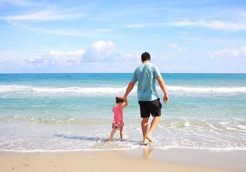 5 praktiski padomi, kā parūpēties par bērnu drošību masu pasākumos