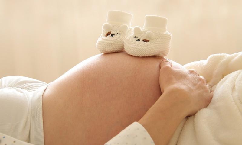 Kāpēc grūtniecības laikā niez vēders?