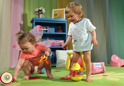 Ņem savu mazuli un nāc ŠODIEN 12:00 uz Huggies® Pull-Ups® ballīti