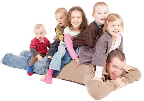 Nākamgad palielinās valsts atbalstu daudzbērnu ģimenēm