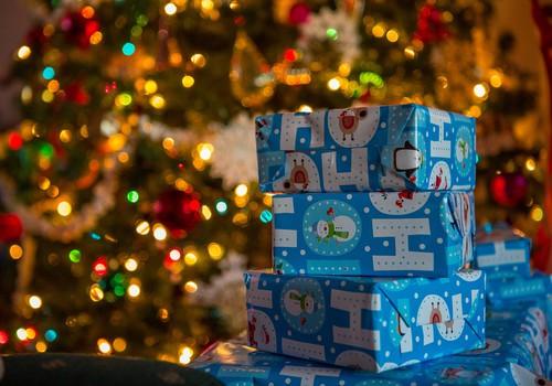 Kā rūķis Ziemassvētkos dāvanas atgādā līdz jūsu mājām?