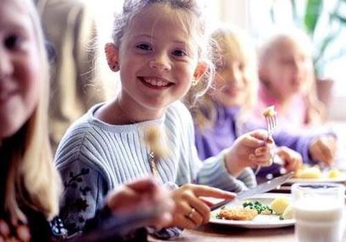 Rīgas bērnudārzos bez maksas ēdinās trūcīgo, maznodrošināto un daudzbērnu ģimeņu bērnus