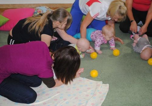 Kā vingrot ar mazuli? Nāc uz vingrošanas nodarbību kopā ar fizioterapeiti Digni Vanagu!