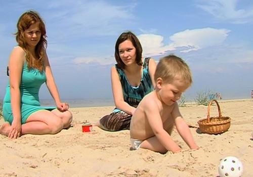 Kādām rotaļām nodoties pludmalē, skaties VIDEO