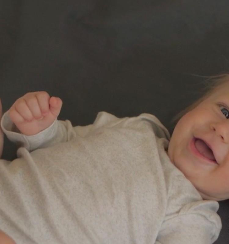 VIDEO: Bērniņa attīstība sestajā dzīves mēnesī
