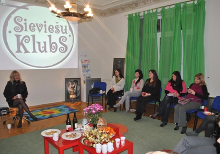 Sieviešu kursi un pasākumi februārī