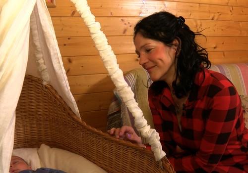 VIDEO: Pirtīžas māmiņai un jaundzimušajam