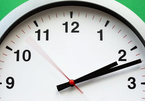 Naktī uz svētdienu pulksteņa rādītāji būs jāpagriež stundu atpakaļ