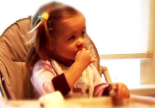 VIDEOpadoms: Kā rīkoties, ja bērns aizrijas?
