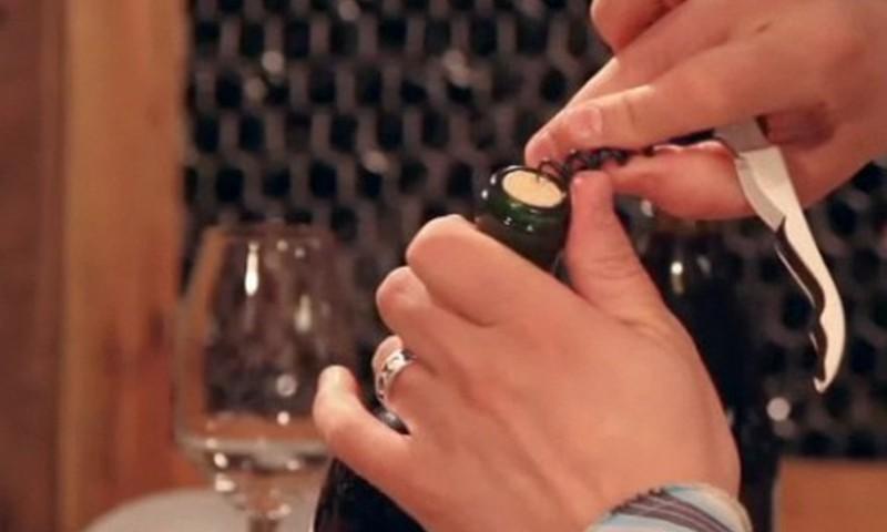 Padoms, kā pareizi atvērt vīna pudeli!