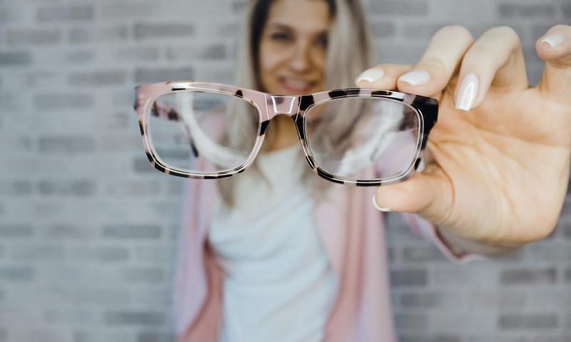 Iespēja studentiem un pedagogiem saņemt brilles bez maksas