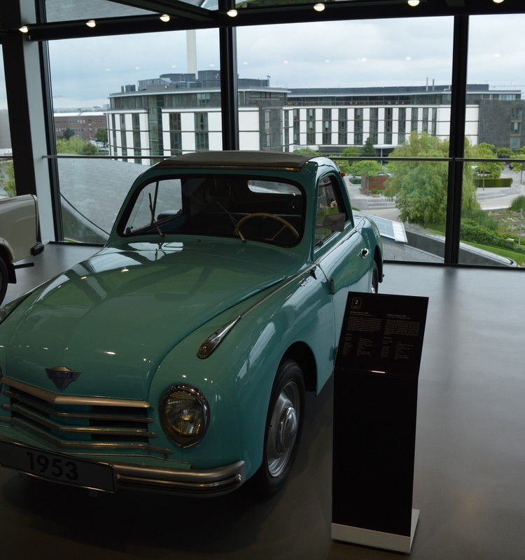 Trīs stundas puišu pasaulē vai dodamies uz Volkswagen rūpnīca Volfsburgā