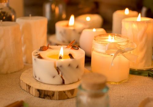 Piecas iecienītākās aromātiskās sveces rudens sezonā