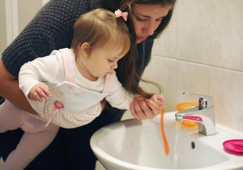 """Aicinot vecākus rūpēties par bērnu veselību, uzsāk akciju """"Man sāp zobiņi ..."""""""
