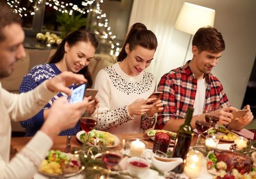 Ziemassvētku netiķetes ieteikumi, lai nesabojātu svētkus sev un citiem