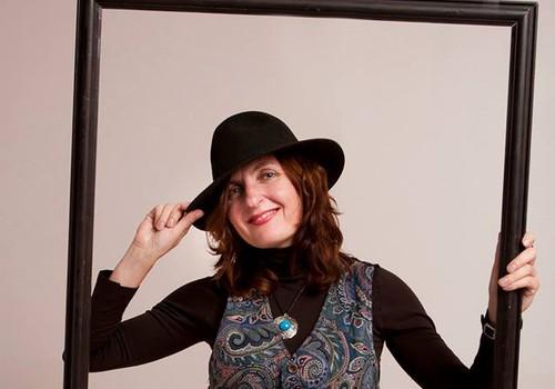 Tikai Vasaras gidiem būs iespēja tikt pie Svetlanas Ohramenko radītas vasarīgas cepures - roku darba!