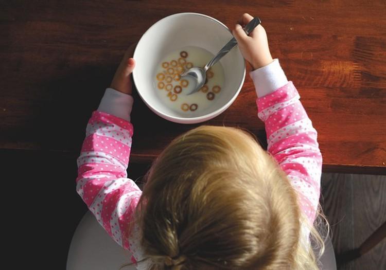Kā iemācīt izvēlīgam ēdājam ēst veselīgi?