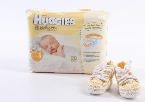 Kā no Huggies® Newborn autiņbiksītēm uztaisīt skaistu dāvanu?