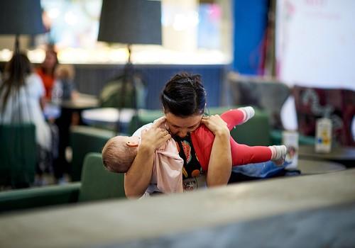 """""""Māmiņu brokastis"""" turpmāk katru mēnesi norisināsies modes un izklaides centrā """"Rīga Plaza"""""""