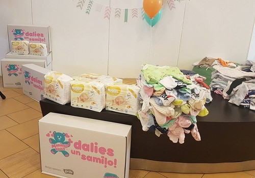 Labdarības akcija noslēgusies – trūcīgām māmiņām saziedots vairāk nekā 700 kg zīdaiņu apģērba un aprūpes lietu
