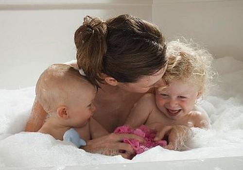 Lai bērns nebaidītos no matu mazgāšanas