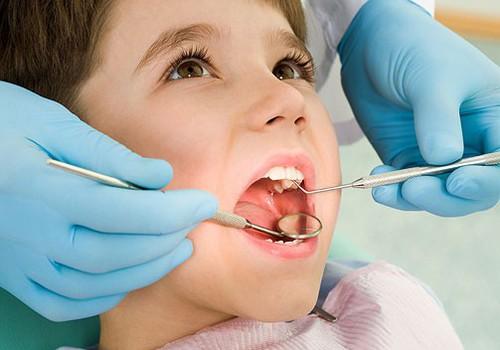 Ko darīt, ja bērnam ir bojāti zobi? Atbild zobārste Dr.Baiba Krauze