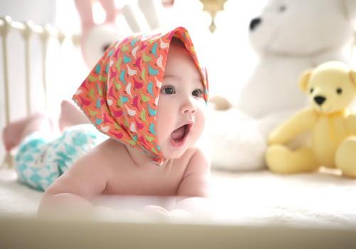 Aizrīšanās risks, ja mazulis ēd steidzīgi