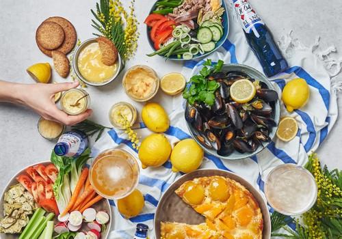 Franču pikniks ģimenes viesistabā – divas pavasarīgas receptes