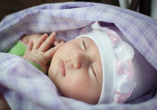 Autokrēsliņš jaundzimušajam: kas jāņem vērā