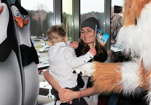 """""""Pingvīnu dienā"""" slavenības noklausās lekciju par pingvīniem"""