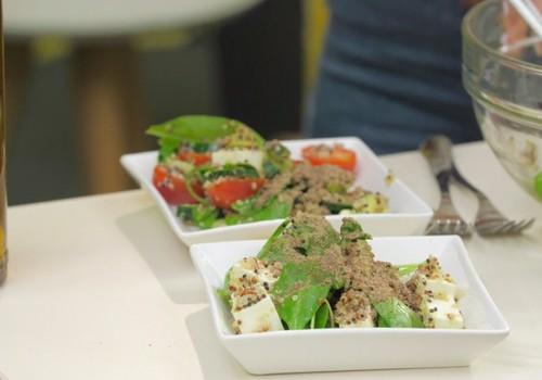 Ideja svaigiem salātiem ar veselīgo rapšu eļļu