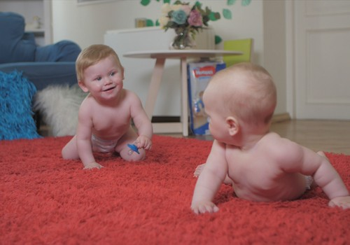 Praktiski fizioterapeites VIDEOieteikumi laikā, kad mazulis sācis rāpot!