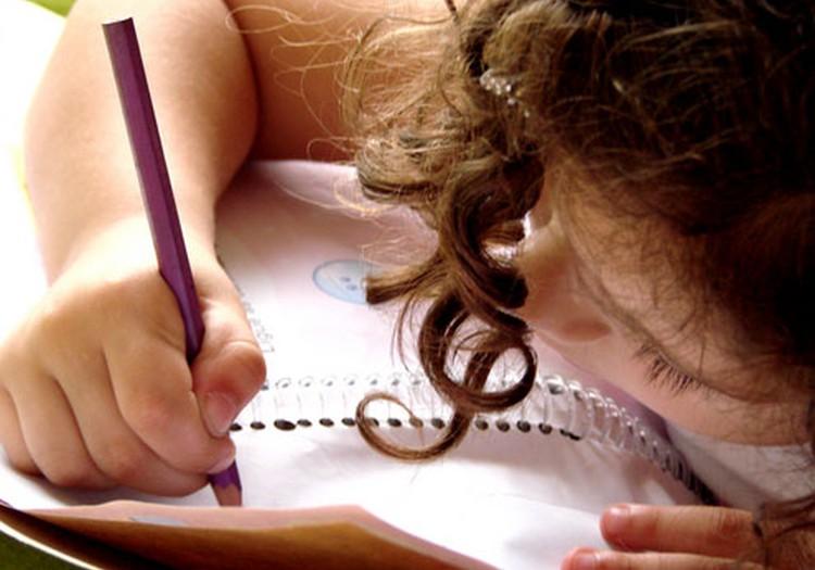 Kā mazulim iemācīt rakstīt?