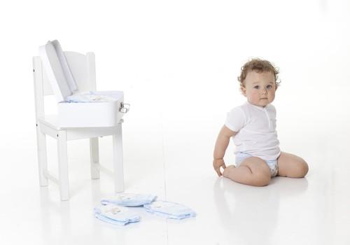 Aktīva mazuļa ikdienas nepieciešamība - piemērotas autiņbiksītes