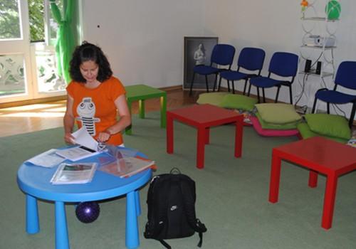 Arī aktīvās māmiņas MK var vadīt kursus! Trešdien notika pirmā dekupāžas nodarbība