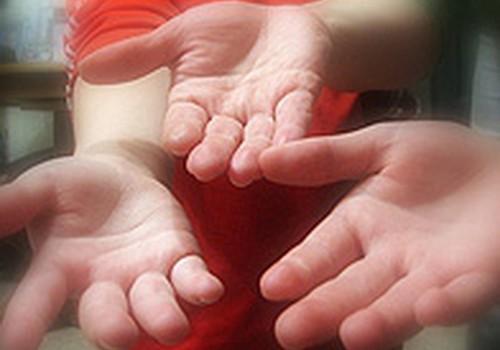 Aucē daudzbērnu ģimenei nodeg mājas. Palīdzēsim visi kopā!