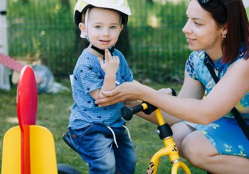 Eksperti: Lai pasargātu bērnus no traumām, vecākiem jāpamet sava komforta zona