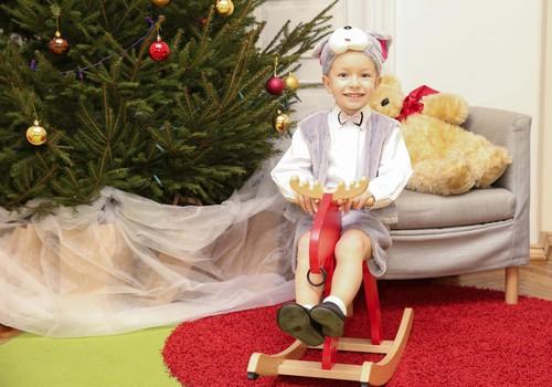 ZIEMASSVĒTKI KLĀT: Iesūti atsauksmi par Māmiņu Kluba Ziemassvētku eglīti un laimē!