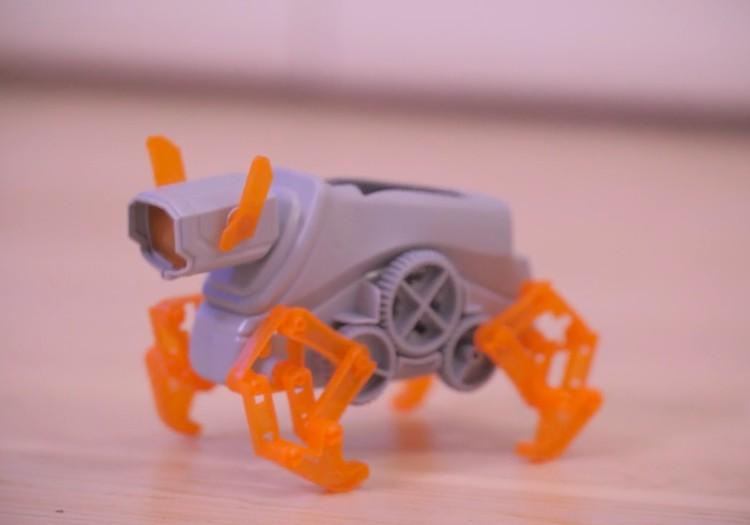 Ko bērns iegūst no robotikas?