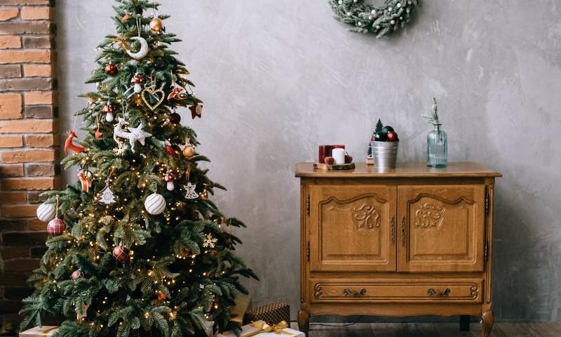 No kuriem Ziemassvētku rotājumiem vajadzētu izvairīties, ja mājās ir mazulis?