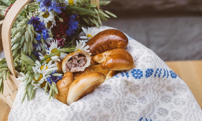 Pīrāgu receptes: Tradicionālie un ne tik tradicionālie Jāņu pīrādziņi